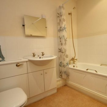 Family Bathroom 20 Greta Grove House